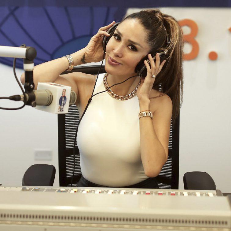 Karol Noboa en el mundo de cabeza fmmundo radio quito ecuador