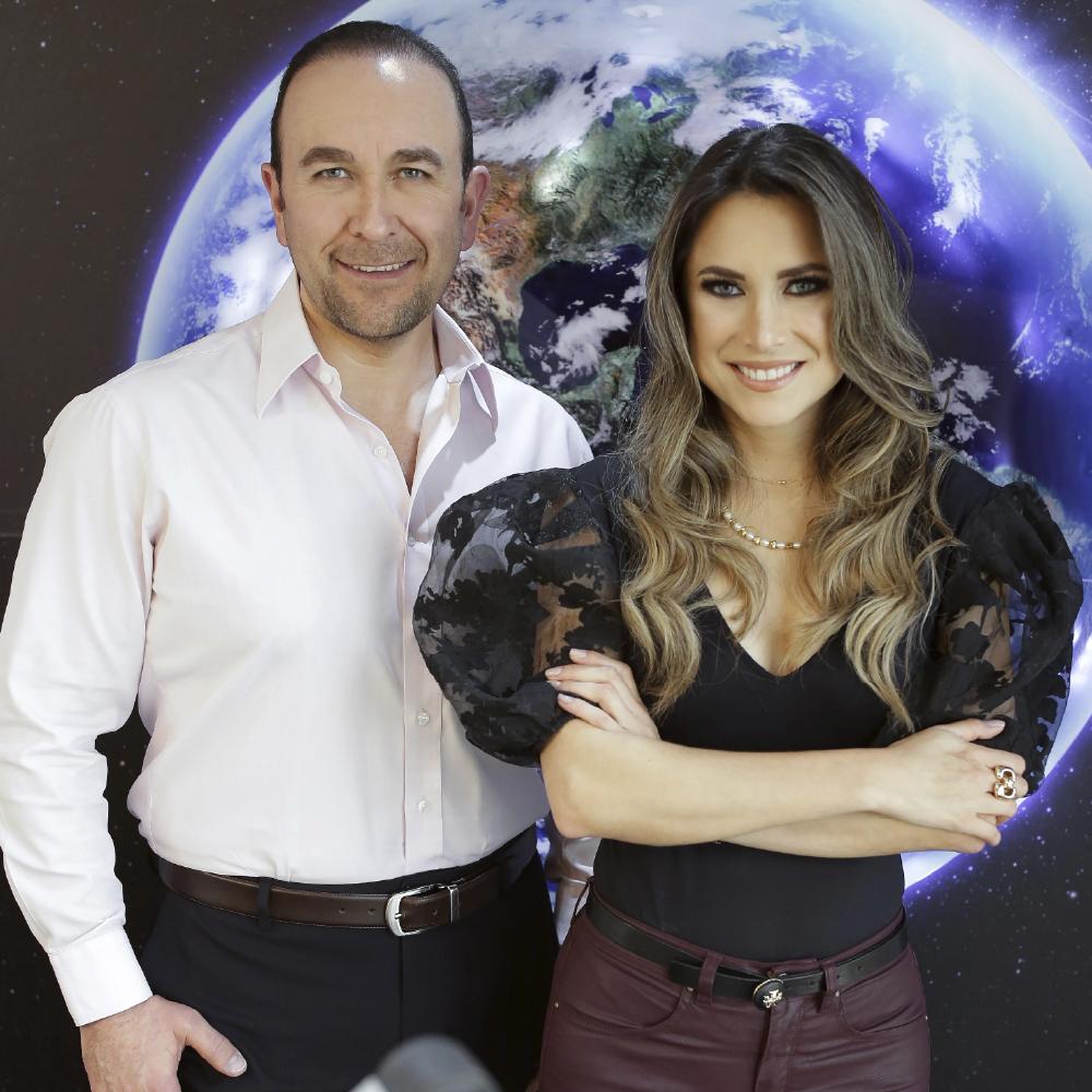 Rodrigo proaño y Gabriela galarraga en mundo express fmmundo 98.1 radio quito ecuador online