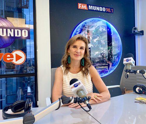 Claudia González, relaciones de pareja, relaciones sociales